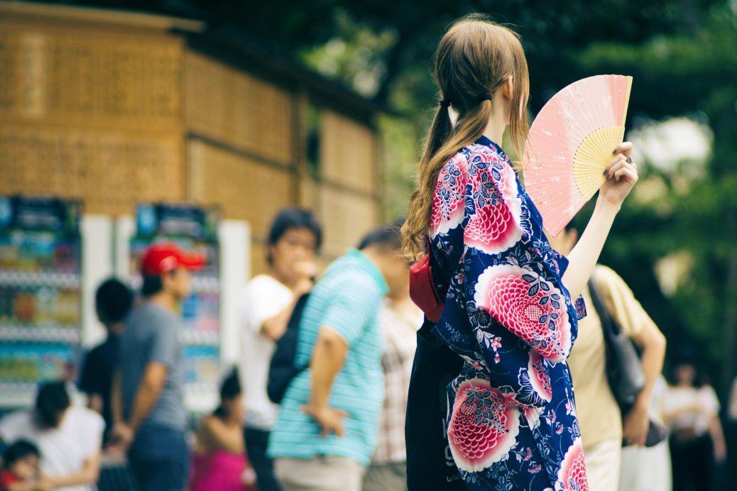 cach mac kimono va yukata