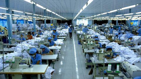 Quy trình sản xuất hàng may mặc qua từng công đoạn